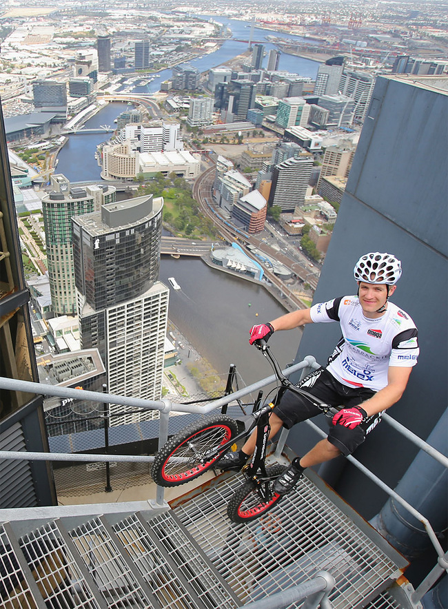 517 Man Jumps Up 2,919 Steps On His Bike