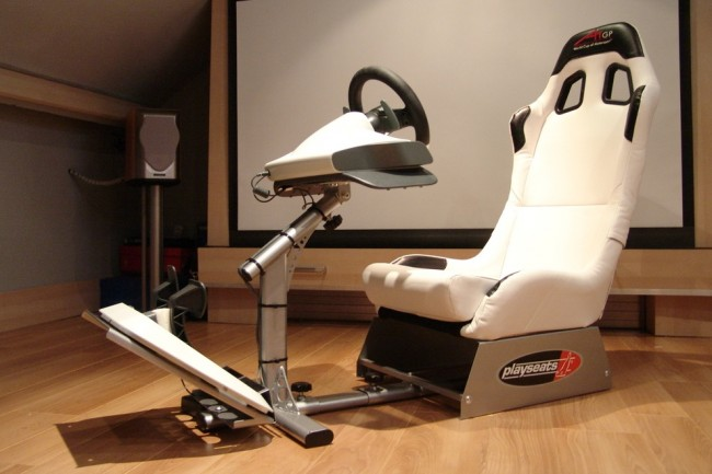 Playseat Evolution Gaming Seat Be The Driver Or Become The Pilot 11 650x433 Playseat Evolution Gaming Seat: Be The Driver Or Become The Pilot