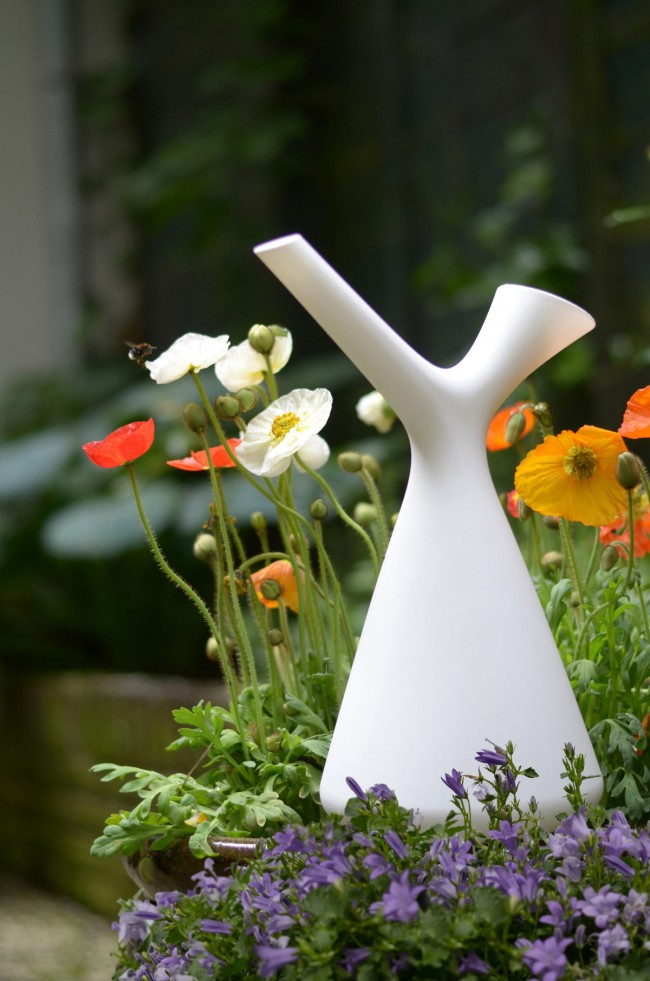 spring modern watering can goods design 4 650x981 Spring Watering Can