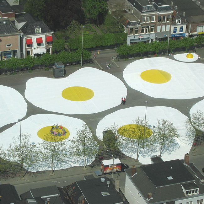 210 Art Eggcident By Henk Hofstra