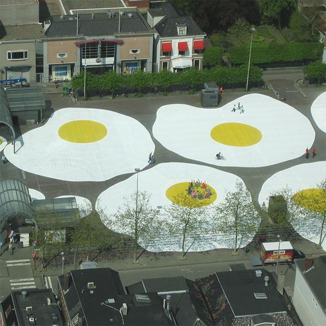 38 Art Eggcident By Henk Hofstra