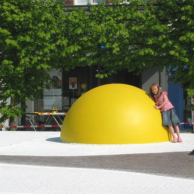 9 Art Eggcident By Henk Hofstra