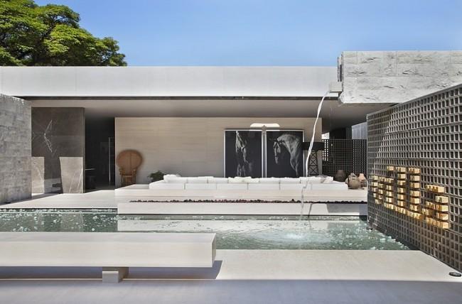 001 villa deca guilherme torres 650x428 Villa Deca by Guilherme Torres
