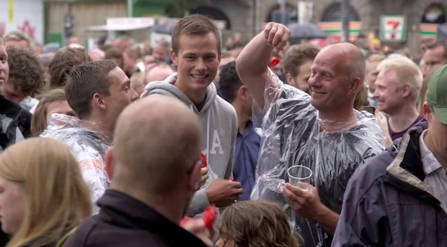 1000people100ghostchilies 01 650x360 1000 People in Copenhagen eat 1000 Ghost Chilies at the same Time