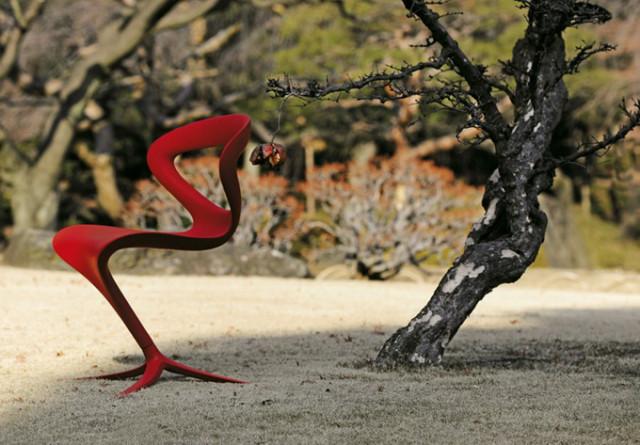 1387299569 2 640x445 Slinky Chair by Infinity Design