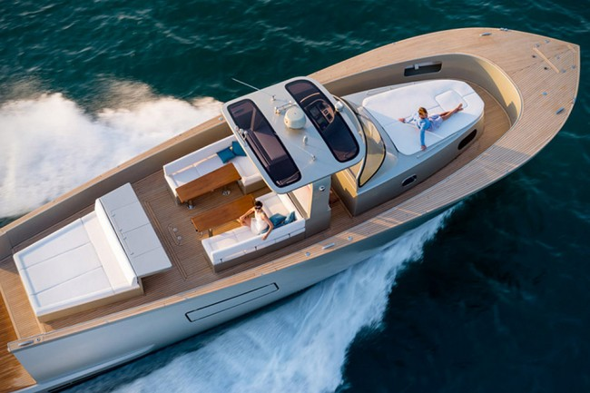 yacht 1 650x433 The Gorgeous Alen 55 Yacht