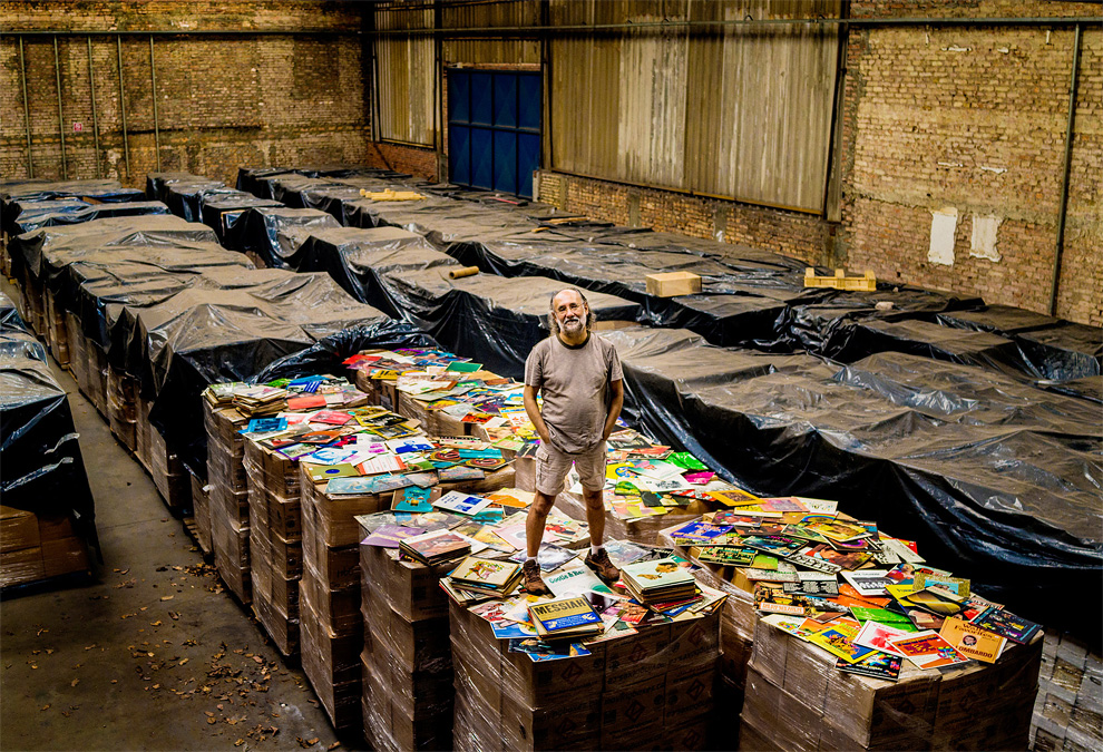 1103 Photo of the Day: The Brazilian Bus Magnate Who's Buying Up All the World's Vinyl Records
