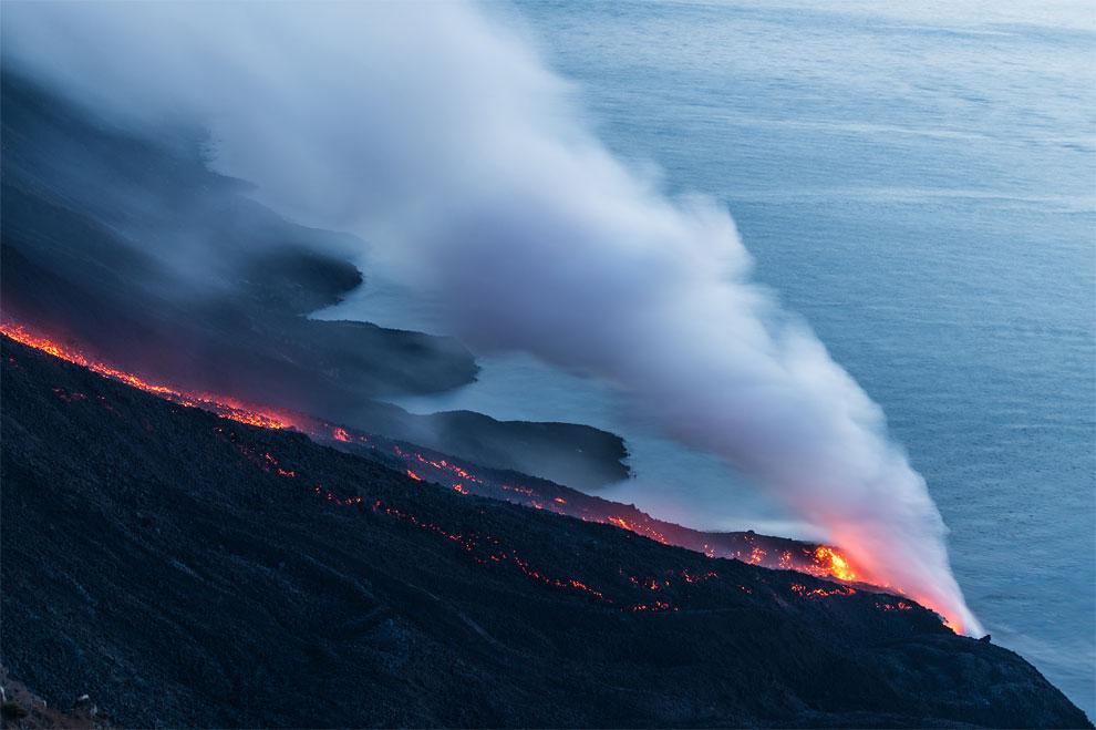 1172 Stromboli Volcano Erupts in Italy
