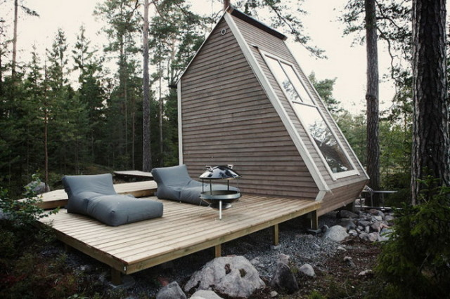 1391015998 1 640x426 Micro Cabin in the Woods by Robin Falck