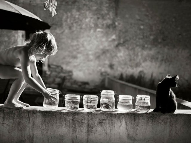 1394735403 1 640x478 Black and White Family Photos by Alain Laboile