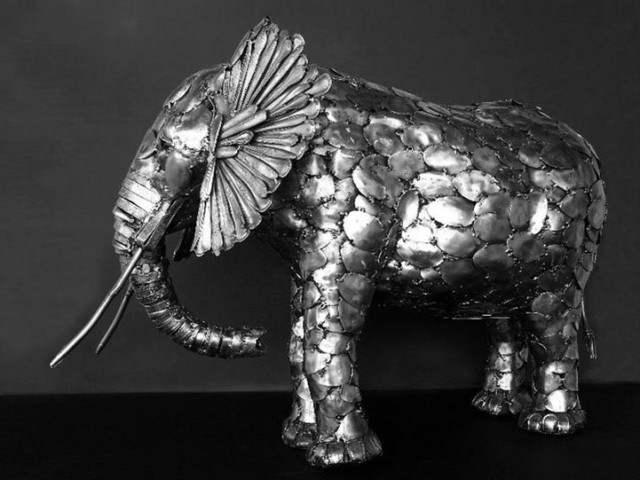 1395082025 1 640x480 Amazing Animal Sculptures Made from Cutlery