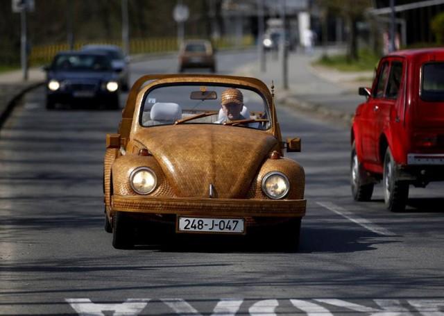 1400940658 1 640x455 Wooden Volkswagen Beetle