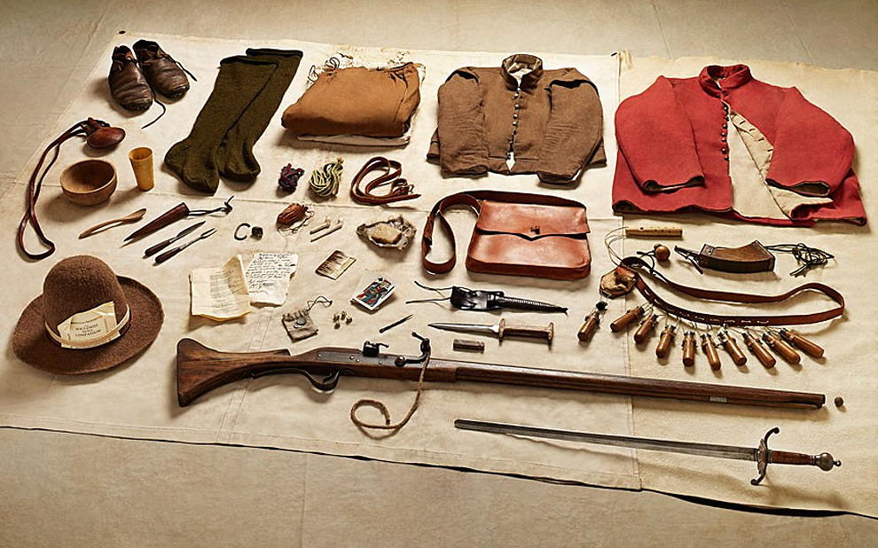 515 Military Kit Through the Ages: from the Battle of Hastings to Helmand