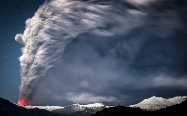 Francisco Negroni 650x403 Volcano Erupting in Chile by Francisco Negroni