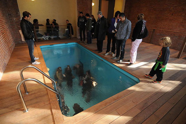 fake swimming pool 7 feeldesain  Fake Swimming Pool by Leandro Erlich