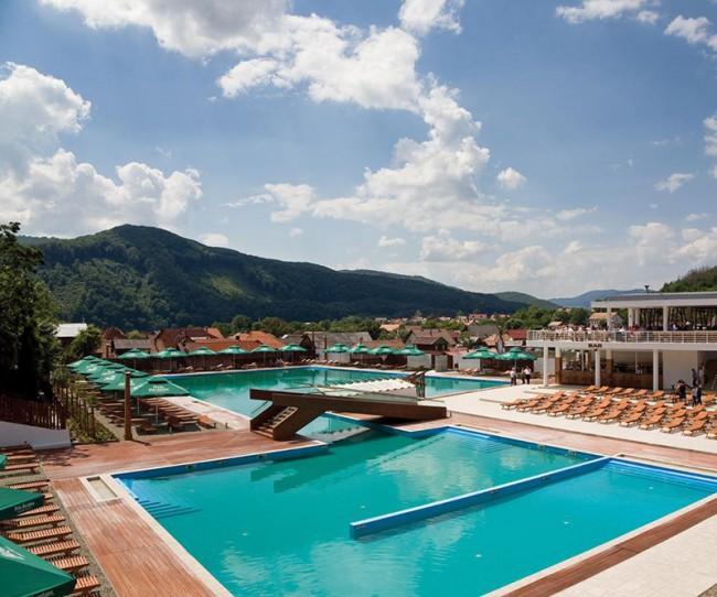 strand praid designrulz 2 650x542 Amazing Salt Water Swimming Pool by Igloo Studio, Romania
