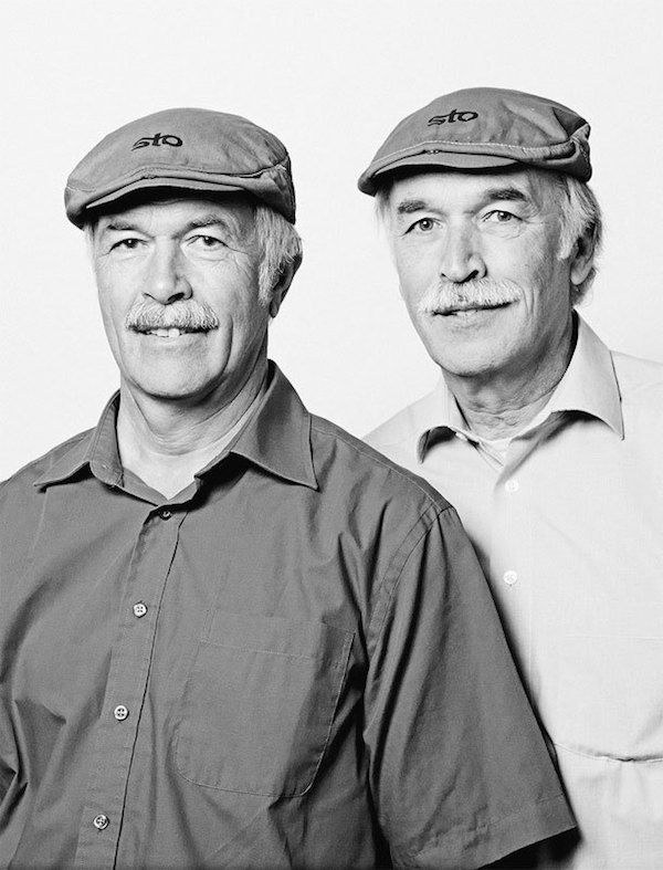 unrelated twins doppelgangers 01 Portraits of unrelated Doppelgangers by François Brunelle