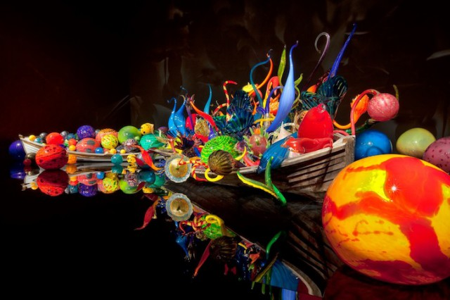 1350804698 10 640x426 Bright Glass Sculptures by Dale Chihuly