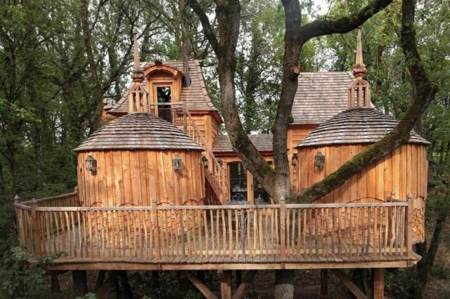 1401640366 1 640x426 Château Hautefort Treehouse