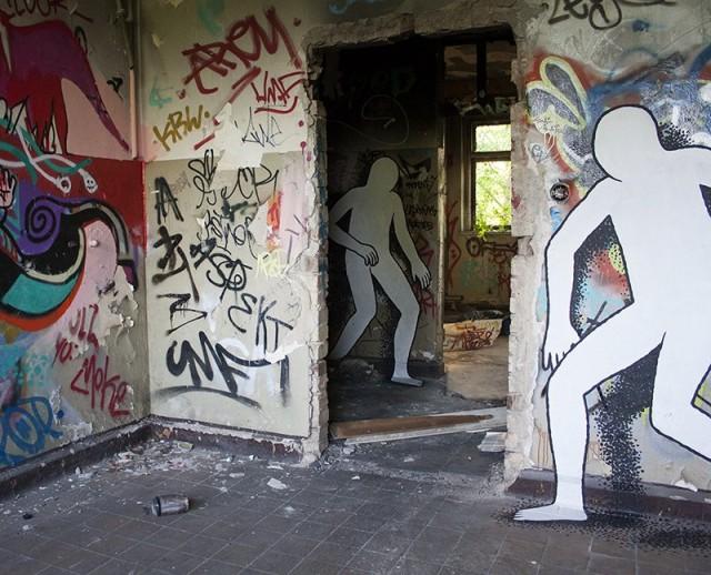 1402327099 1 640x518 Silhouetted Street Art by Daan Botlek