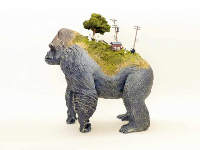 1409823373 1 640x480 Toy Animals with Miniature Civilizations on Their Backs by Maico Akiba