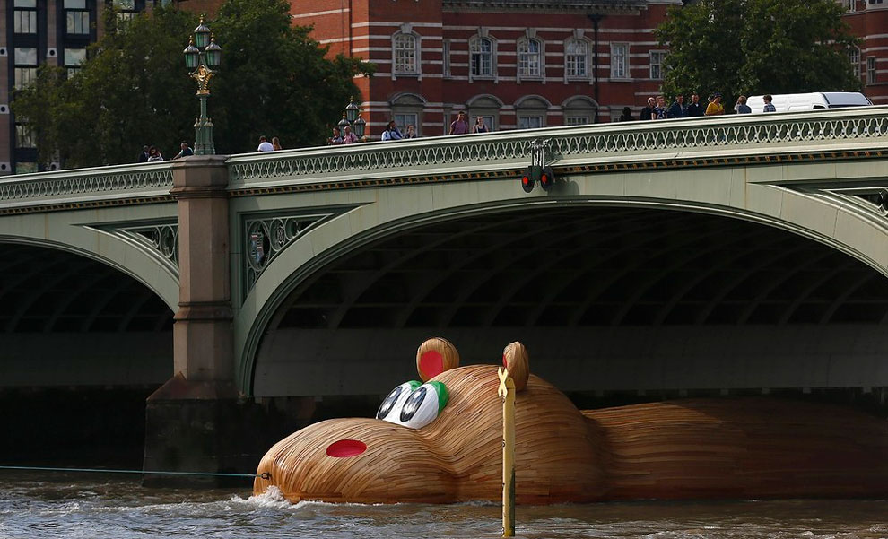 189 HippopoThames Hits London