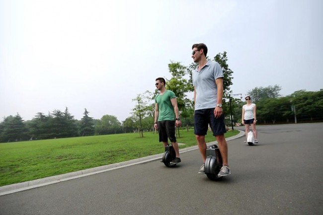 Airwheel X3 Self balancing Electric Unicycle Scooter 2 650x433 Airwheel X3 Self Balancing Electric Unicycle Scooter