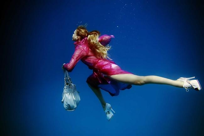Peter De Mulder 650x433 Underwater Fashion Photography by Peter De Mulder