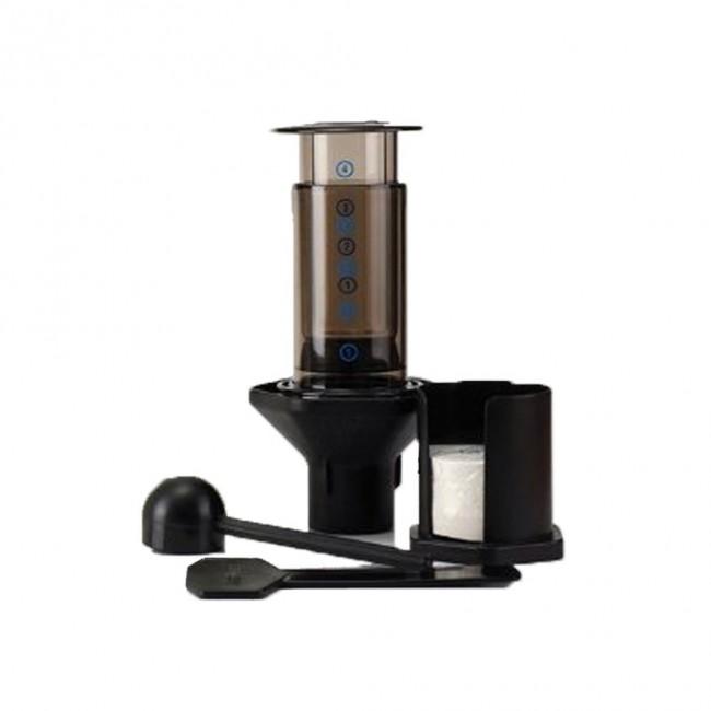 aeropress pressure coffee brewer 01 650x650 Aeropress Pressure Brewer