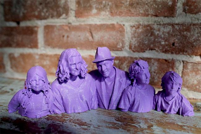 1143 3D printed Statue Selfies