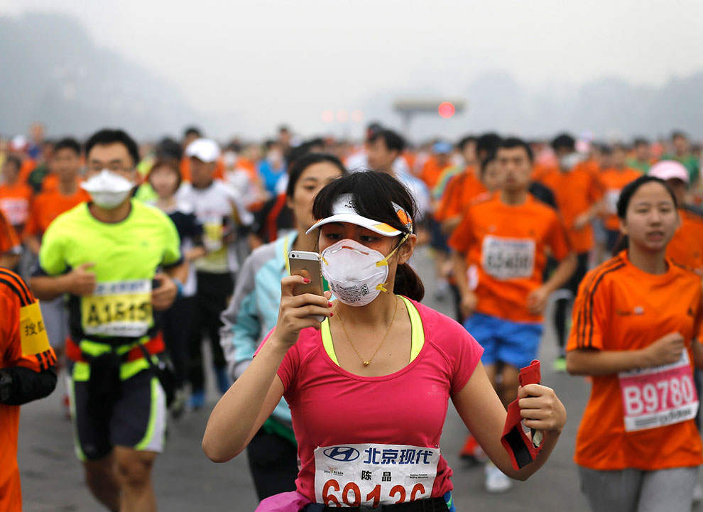 1260 Beijing Marathoners Dont Face Masks to Battle Smog