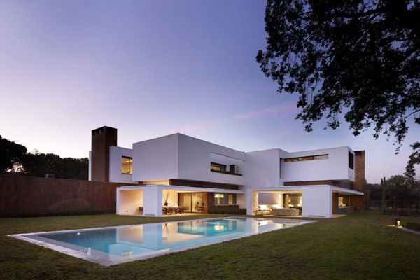 128 Modern House in La Moraleja by DHAL & GHG Architects