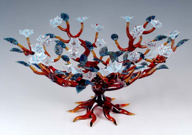1338148317 14a 640x450 Fascinating Glass Sculpture by Robert Mickelson