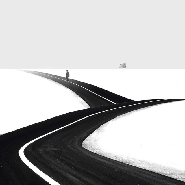 1359022936 1 640x640 Black and White Minimalism in Hossein Zares Photography