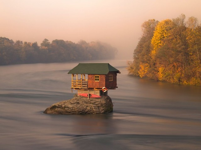 1362120445 1 640x479 Secluded River House in Serbia