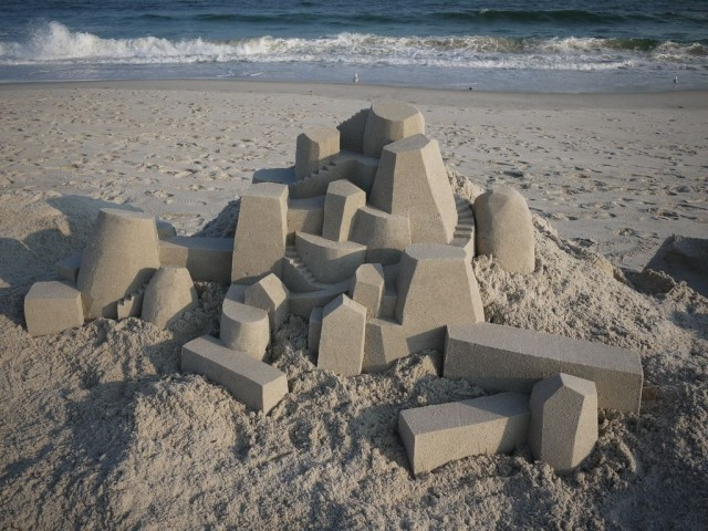 1364209421 0a 640x480 Geometrical Sand Sculpture by Calvin Seibert