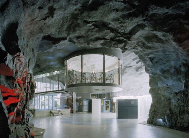 1367849801 1 640x468 Data Center in a Cold War Nuclear Bunker