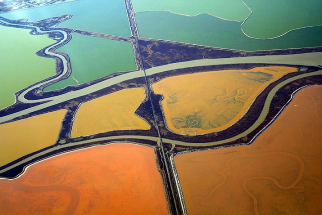 Cris Benton Spectacular Aerial Landscapes 1 650x433 Colourful Aerial Landscapes Of Salt Ponds In San Francisco By Cris Benton