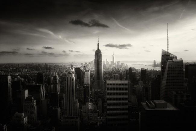 "New York Above As Below Moody B W Photos of NYC by Alex Teuscher 2014 01 650x433 ""New York: Above As Below"" – Moody B&W Photos of NYC by Alex Teuscher"