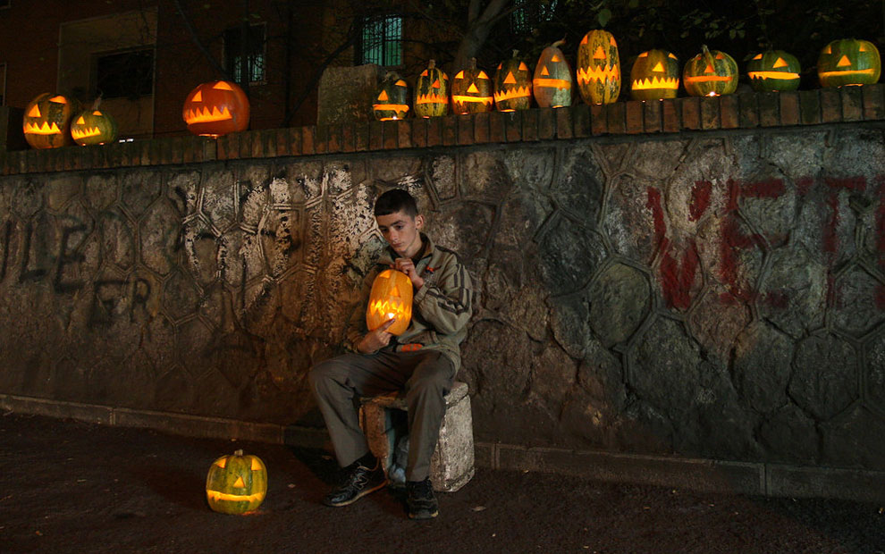 1 Halloween Around the World