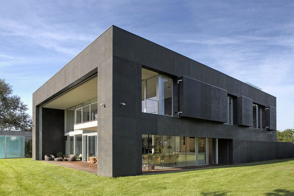 World\'s Most Secure House: A Zombie Bunker