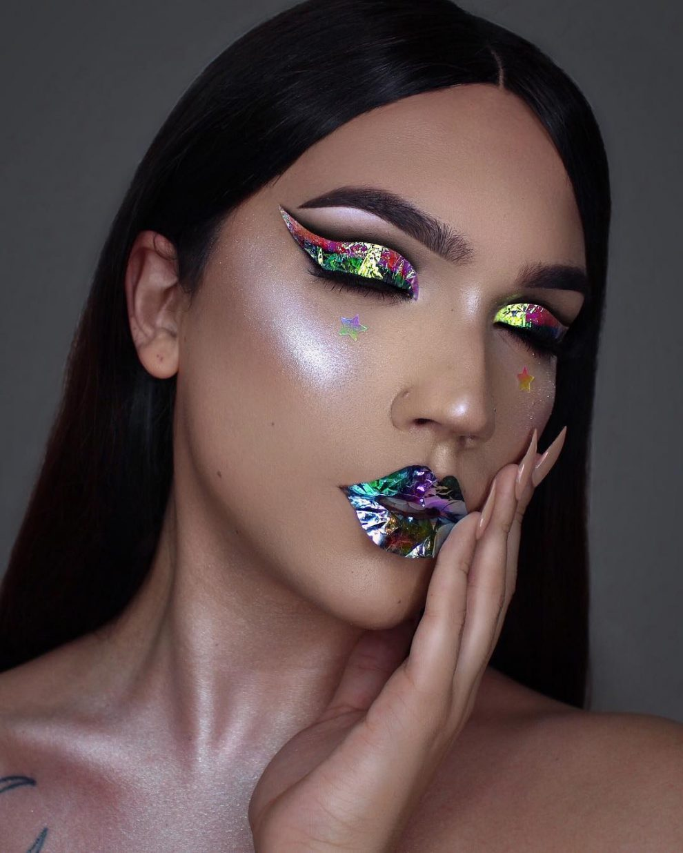 Makeup Artist Transforms Her Eyelids Into Two Gorgeous