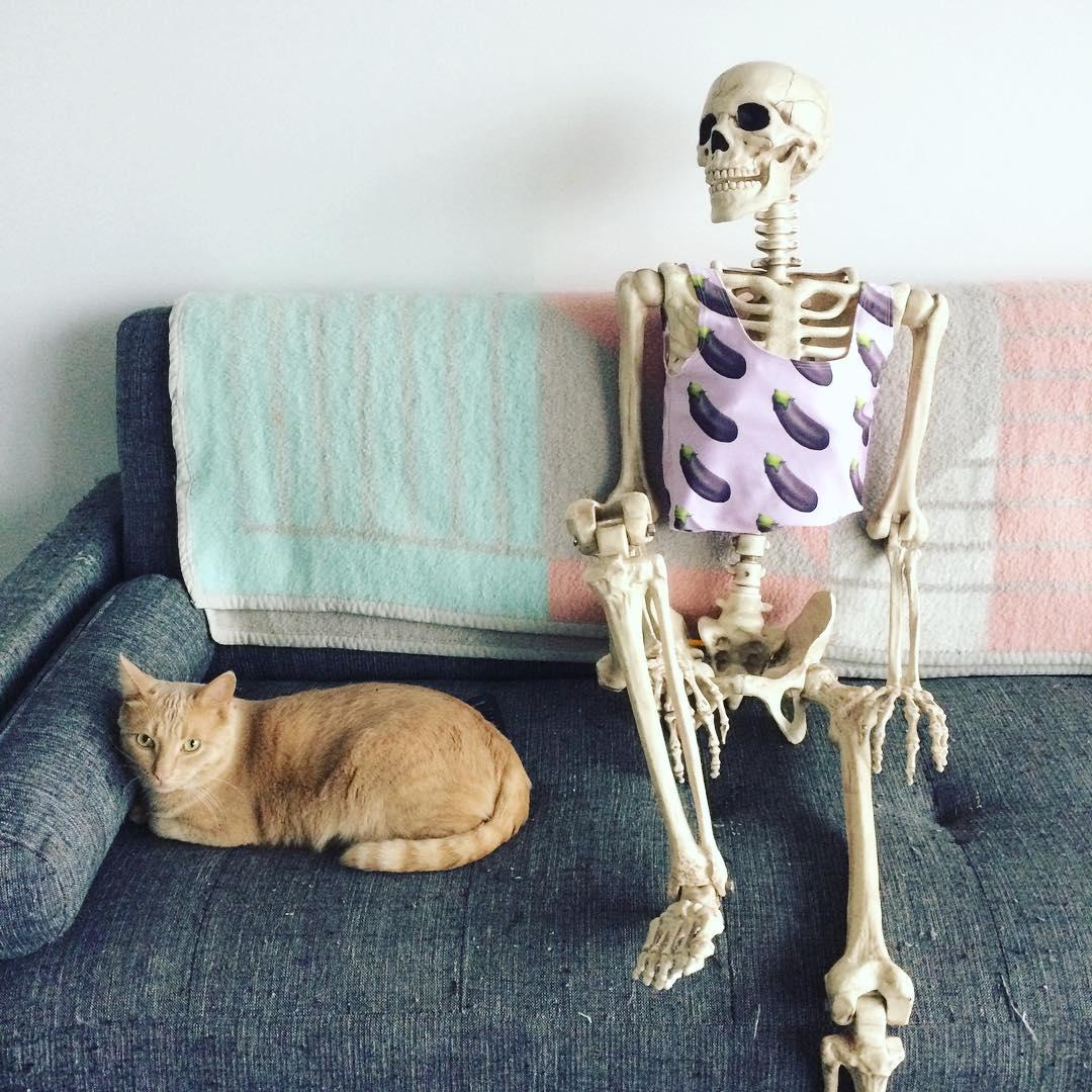 Meet Skellie: The Skeleton Who Imitates Every Girl On Instagram Ever ...