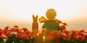 "Kiki Fernandes Captures The Poignancy Of De Saint-Exupéry's Work In Gorgeous Photos Of Scenes From ""The Little Prince"" — In LEGO"
