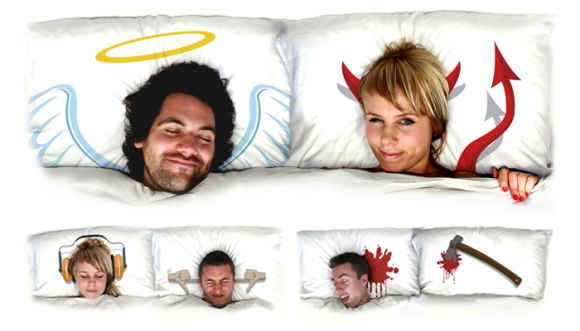 designzen pop pillows2 01 Pop Pillows   Comedy Reversible Pillow Cases
