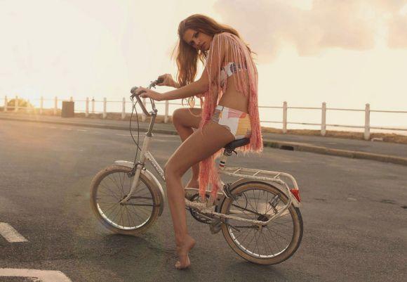 bikesandwomen5 Bikes and Girls