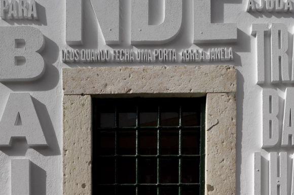 er262 Vai com Deus Typographic intervention