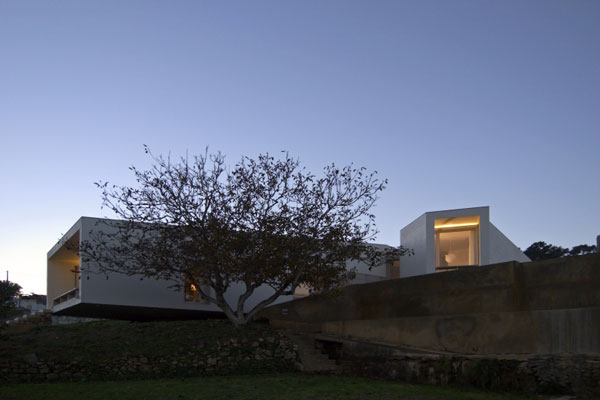 arx rom 143 House in Romeirão by ARX Portugal Arquitectos